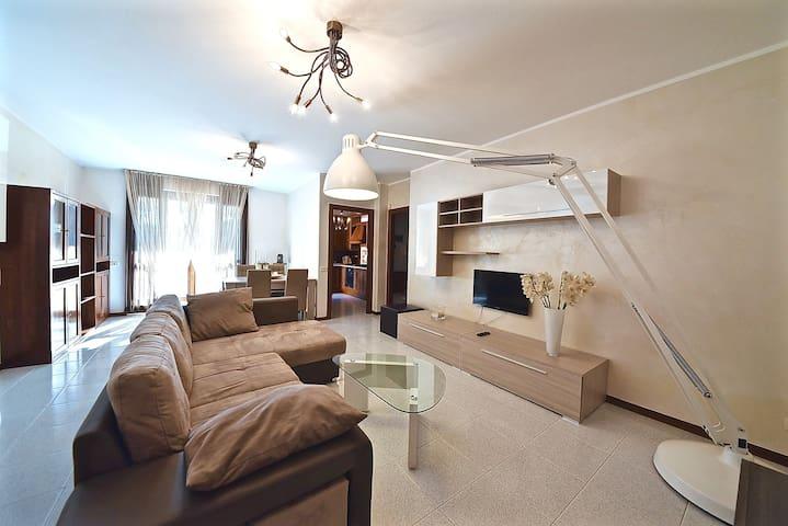 Como Lake Olgiate Comasco, Holiday Scuderie,Apartment-few minutes to Switzerland,