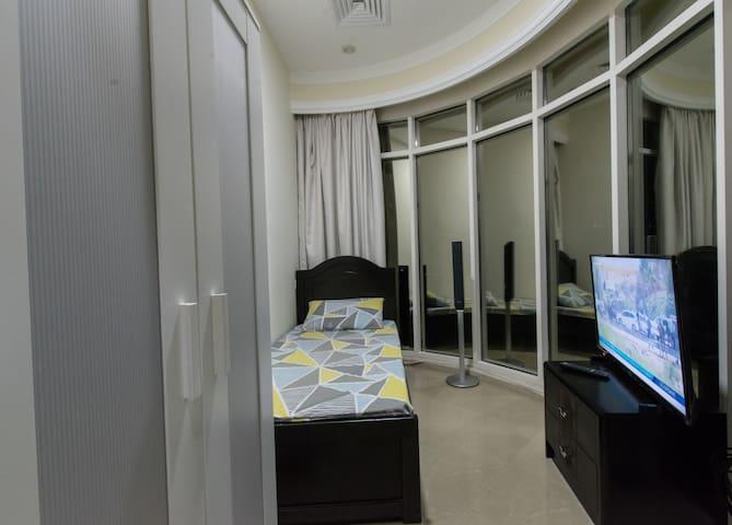 Lovely Single Room for One Girl in Dubai Marina.