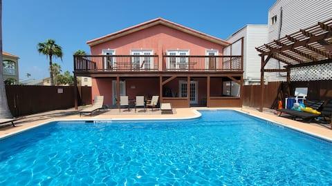 *Large 3 bedroom *75 yards to Beach * Big Pool