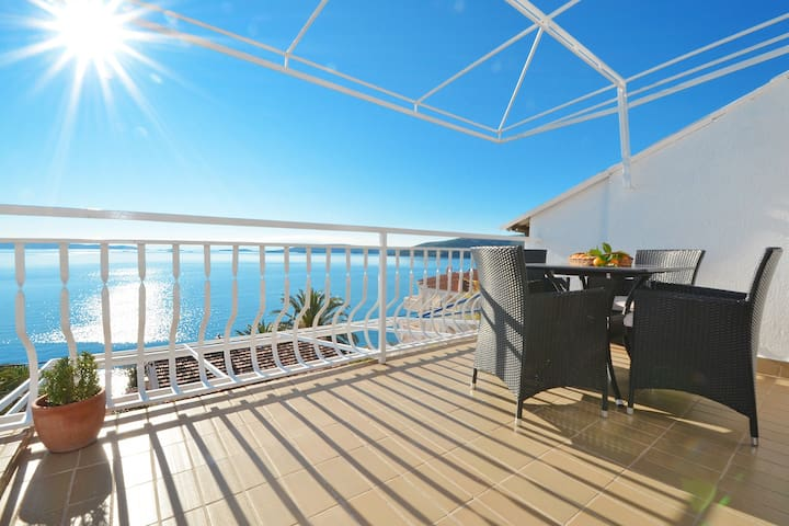 VIOLETA 1 stylish apartment for 2+1 with pool