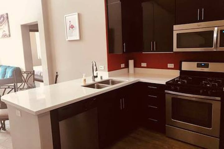 3BR luxury apartment in Irvine near Disney & beach