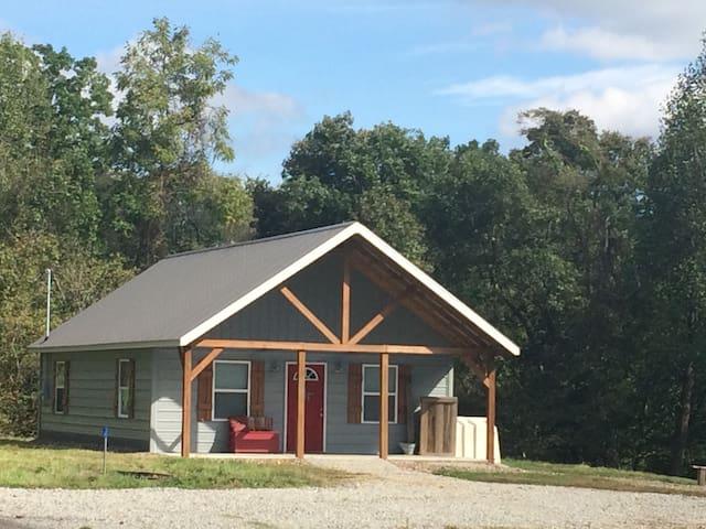 Cozy Hunters cabin family getaway