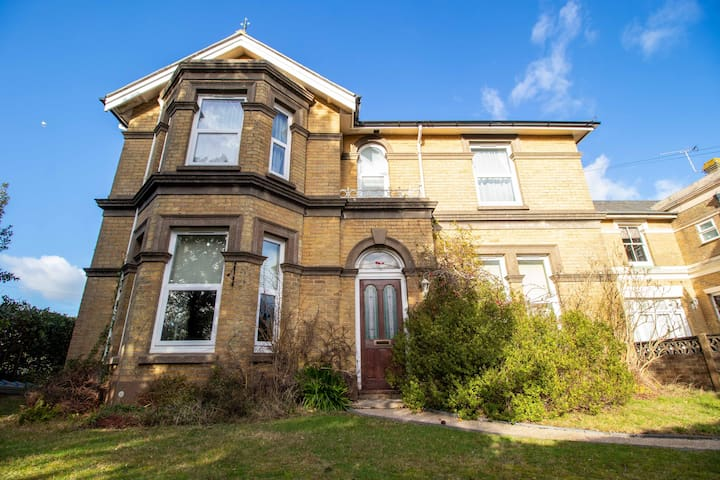 Furze Hill House With  Free Beach Hut, Shanklin