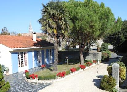 Maison 3 chambres avec Piscine, proche Royan - Saint-Dizant-du-Gua - 独立屋