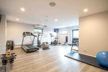 Lodge 58 ~ Onsite Spa, Gym, Bar   Lovely location.
