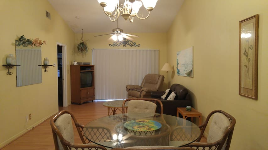 Cozy Villa (2035) in Sunny Clearwater, Florida