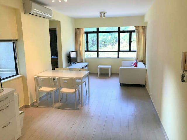 Spacious, renovated, conveniently located. - Hong Kong - Appartement