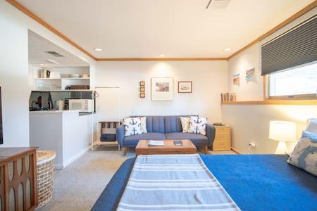Small Space Bliss w/ Cedar Sauna 1mi to Downtown