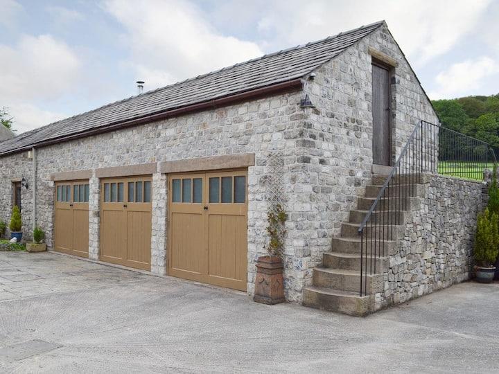 Courtyard Cottage At Dam Hall Barn (UK12401)