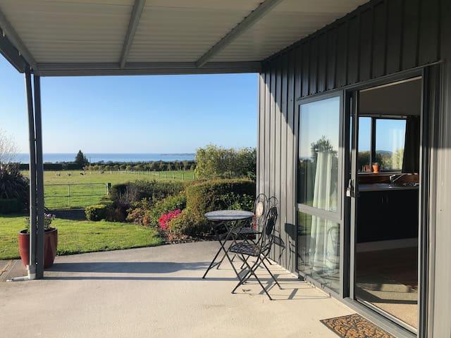 Panoramic Ocean & Mountain View's - Studio