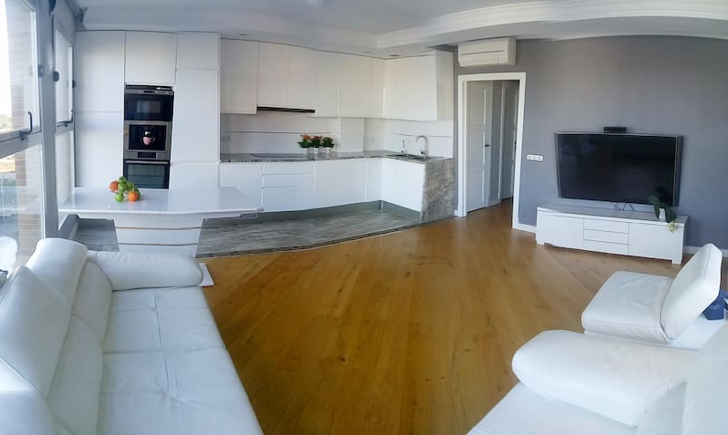 City Art Apartment, Terrace, 3 Bedroom, WIFI, Pool - València - Apartment