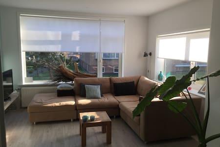 Sfeervol modern appartement gelegen aan de duinen. - Den Helder - Wohnung