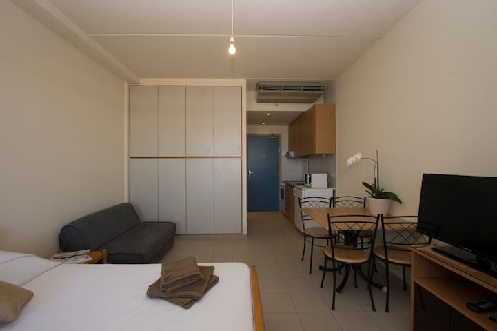 Cozy Studio Flat  in Siwar Center