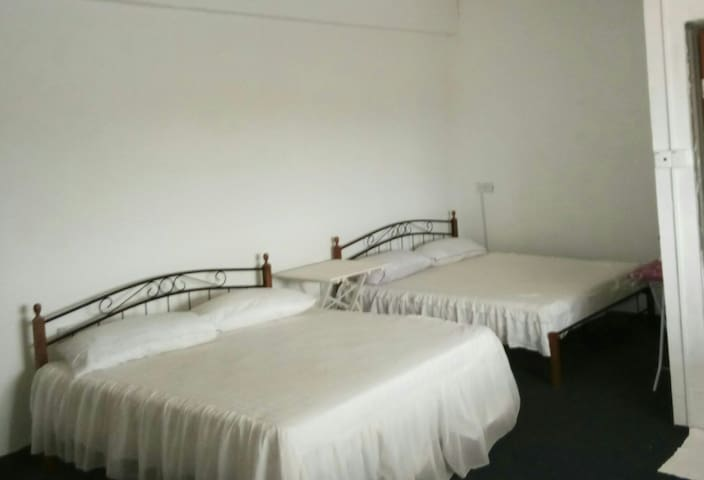 Double-double Room With Balcony Kurau Inn H/stay - Kuala Kurau - Appartement