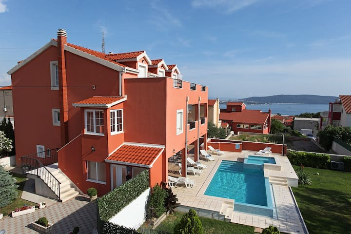 Luxury XXL villa near Split for up to 20 people