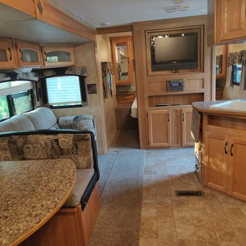 Large travel trailer 3km from downtown Burns Lake