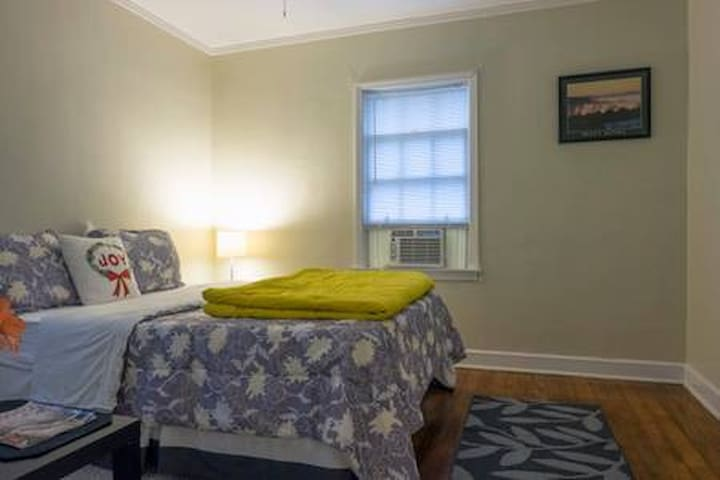 MEMPHIS 4-BED ROOM  GUEST HOUSE