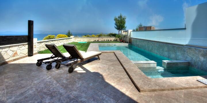 Spa Villa: Private Pool, Sea Views, A/C, WiFi