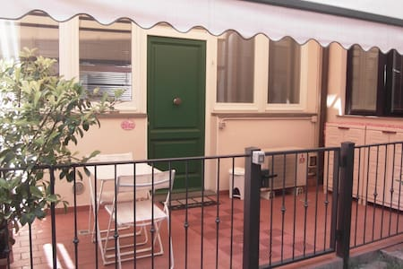 WELCOME TO FRA'S PINK HOUSE STUDIO! - Florenz