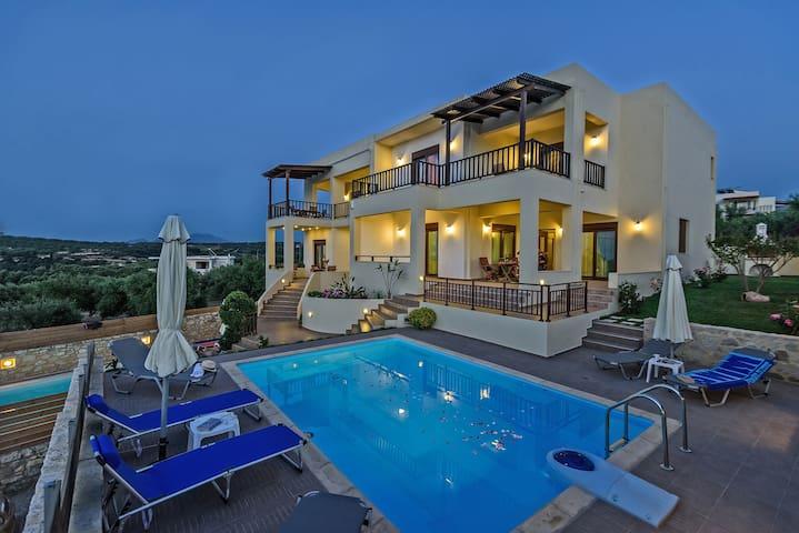 Villa Roussa 2. Live the Cretan nature! - Loutra - Villa