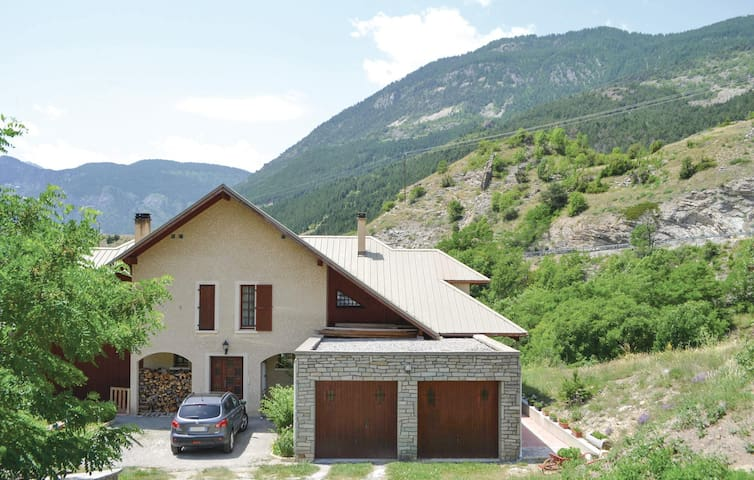 Semi-Detached with 3 bedrooms on 140 m² in Les Vigneaux