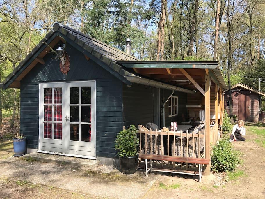 romantisch boshuisje in emst op 2200 meter grond houten