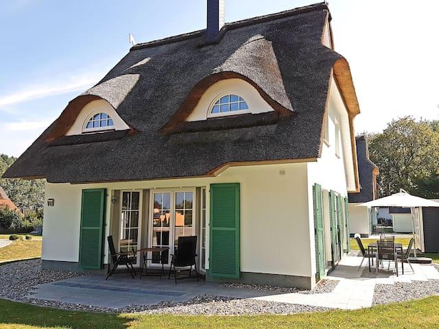 Traumhaftes Ostsee-Ferienhaus unter Reet