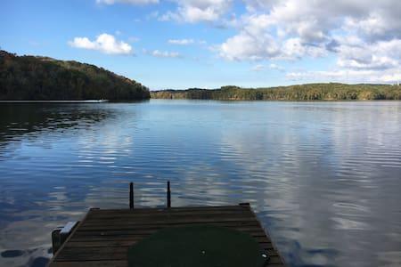 A fairy tale like log cabin on a private lake - ノックスビル