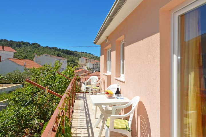 Simic 2 with one bedroom, only 120m from the beach