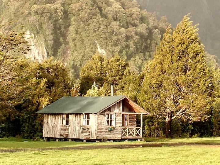 Cabaña Calafate ( Fundo los Avellanos, Chaitén)