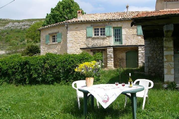 Maison de caractère  belle vue grand calme - Mévouillon - House