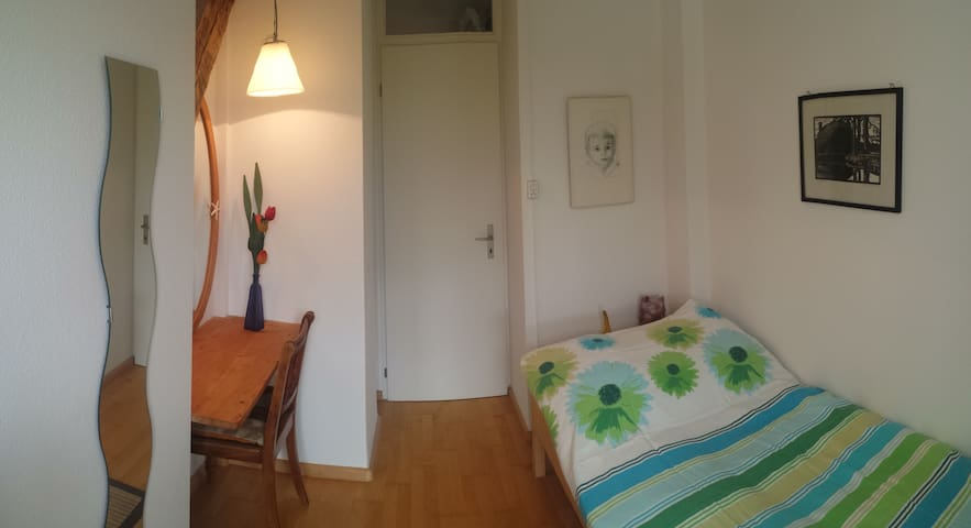 Cozy room in family home, very good location