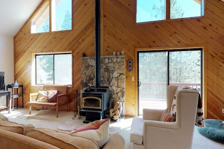 Dog-friendly forest cabin w/ fireplace, deck, & grill