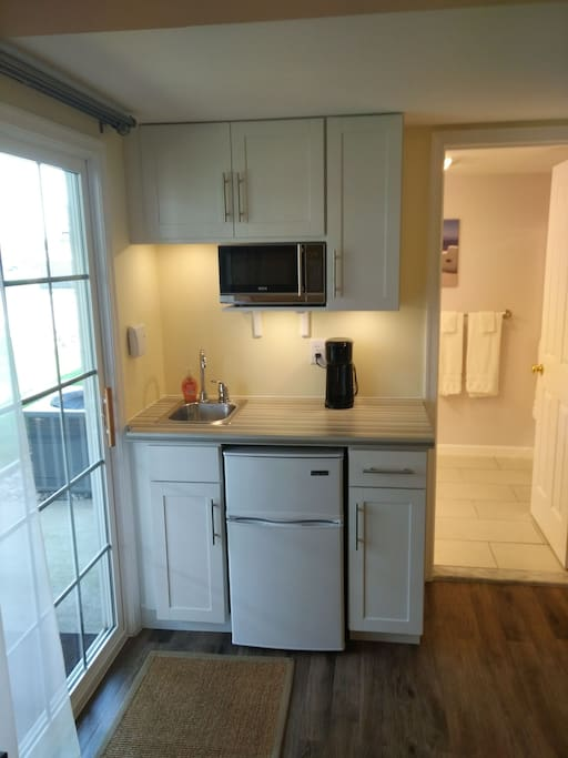 Small kitchenette with microwave,  sink, mini fridge with freezer, coffee brewer (brews into your travel mug, uses K-cups or grounds, not provided).