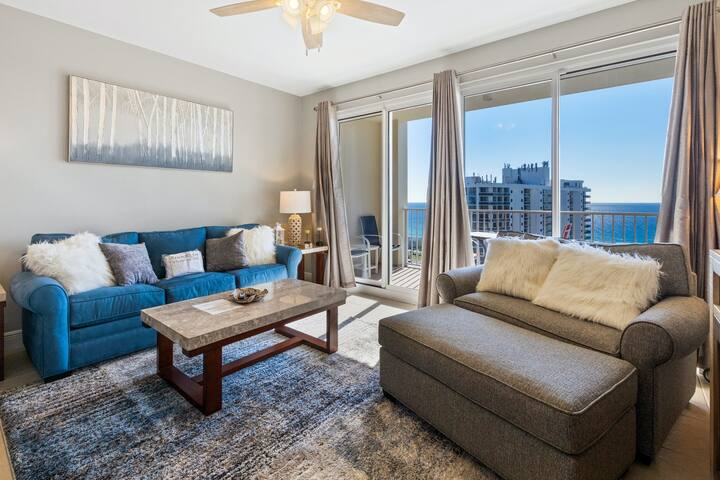 Well-appointed 15th-floor condo w/balcony, beach views & access & shared pool