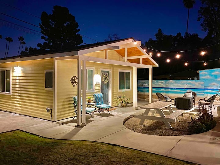 SoCal Daze, a Cozy Bungalow with gated parking