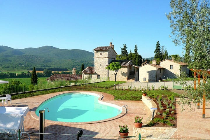 Rustic Holiday Home in Corciano with Swimming Pool