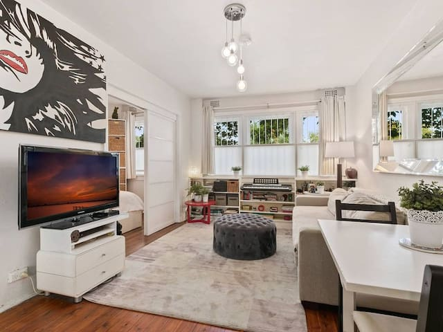 Beautifully presented Apt. in trendy Potts Point