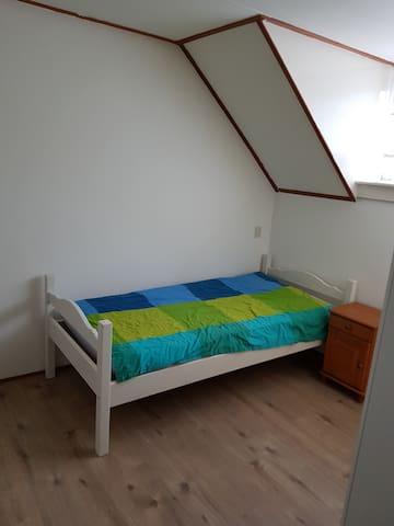 Slaapkamer 1 met 1p  bed