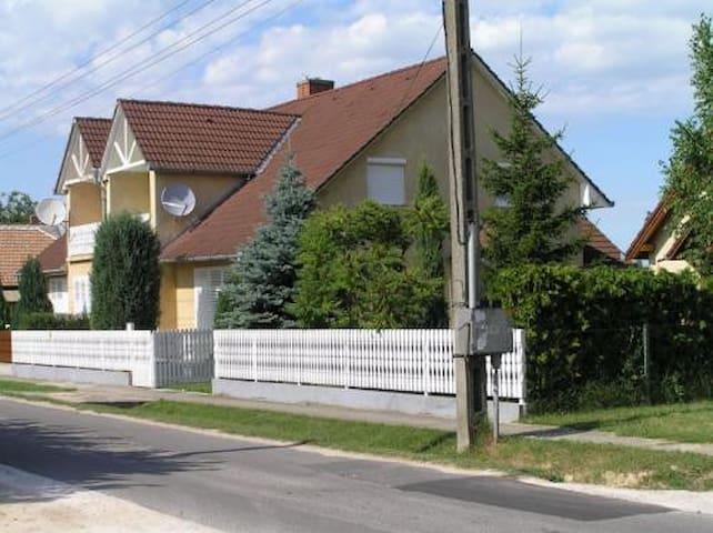 Tágas 8-10-12 fős nyaraló Balatonkeresztúr(KE-03)