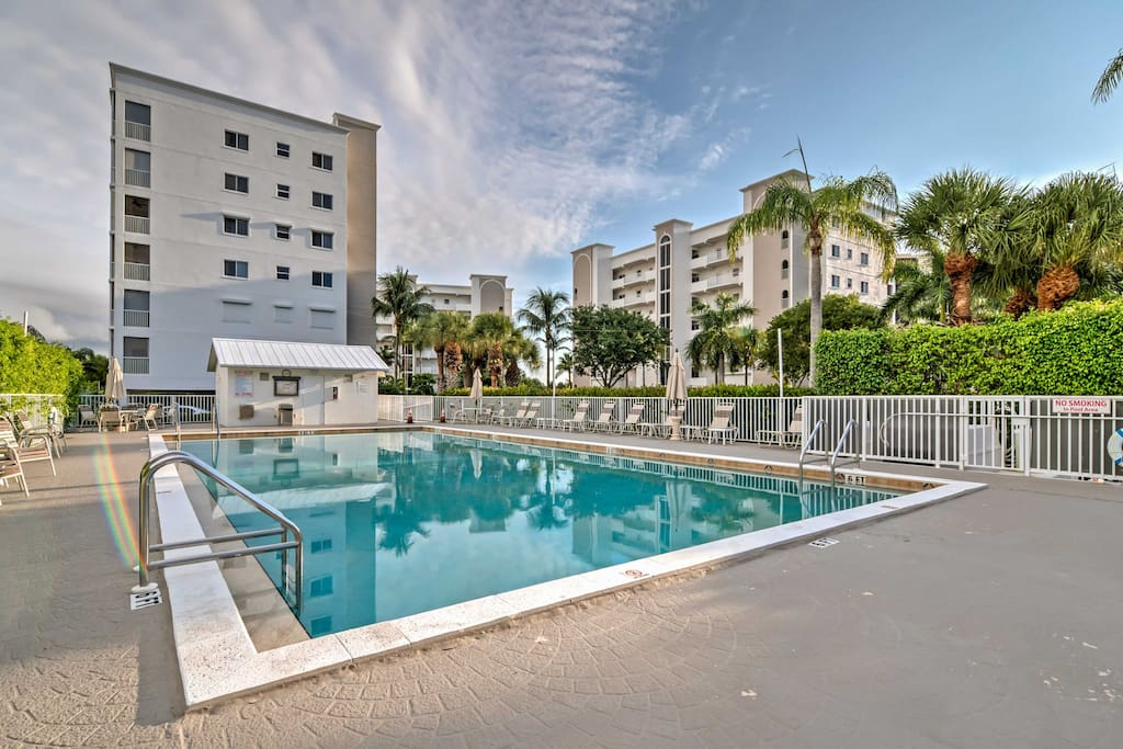 You and your travel companions can look forward to a prime location along the Intracoastal Waterway, as well as access to this resort pool.