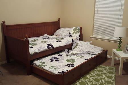 Comfy Room close to Deep Ellum - Dallas