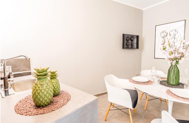 Art Studio Apartment-Ortigia center, Appolo Temple