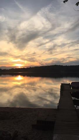 Quiet Lake Cottage -Hot Tub-Dog Friendly-WIFI! - Cassopolis