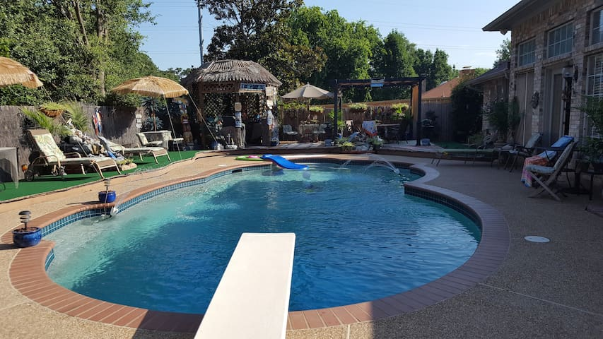 Paradise in DFW/Airport area w/ Pool & Hot Tub! 2
