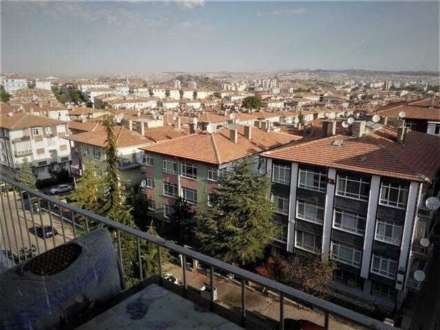 Kızılay'a yakın bir konumda manzaralı ve temiz ev