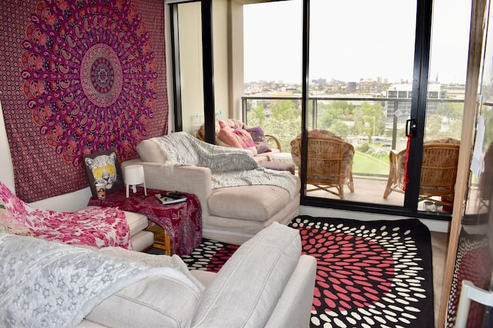 1BD South Yarra Apt-mins to Chapel St/Pool & Gym!