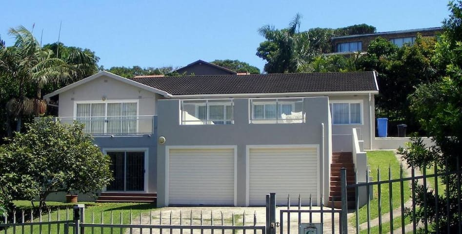 Family Ties, Leisure Bay, South Coast SOUTH AFRICA - Port Edward - Rumah