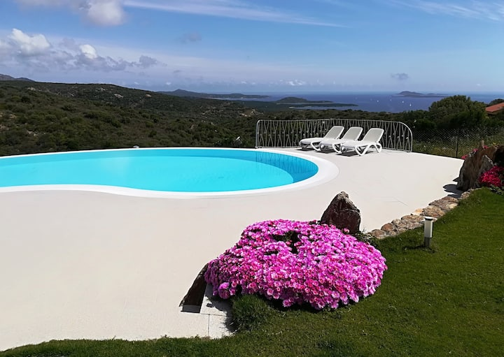 Villa Veronica, seaview and pool in Costa Smeralda