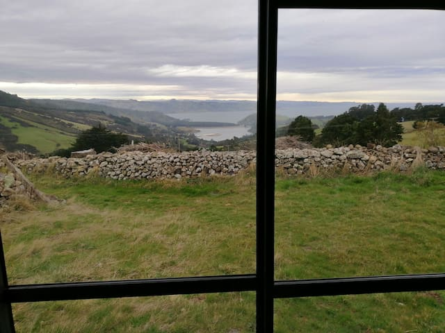 Amazing views, self contained 25mins from Dunedin